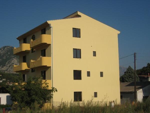 Черногория недвижимость белый слон