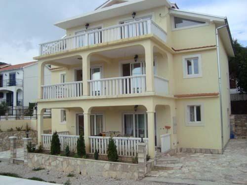 Недвижимость в черногории на первой линии